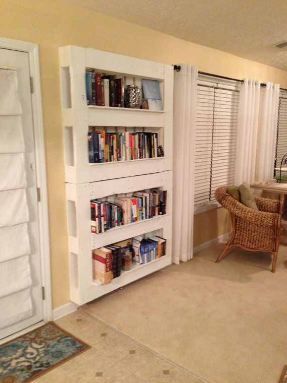 5 ideas de librer as con palets i love palets for Libro para hacer muebles