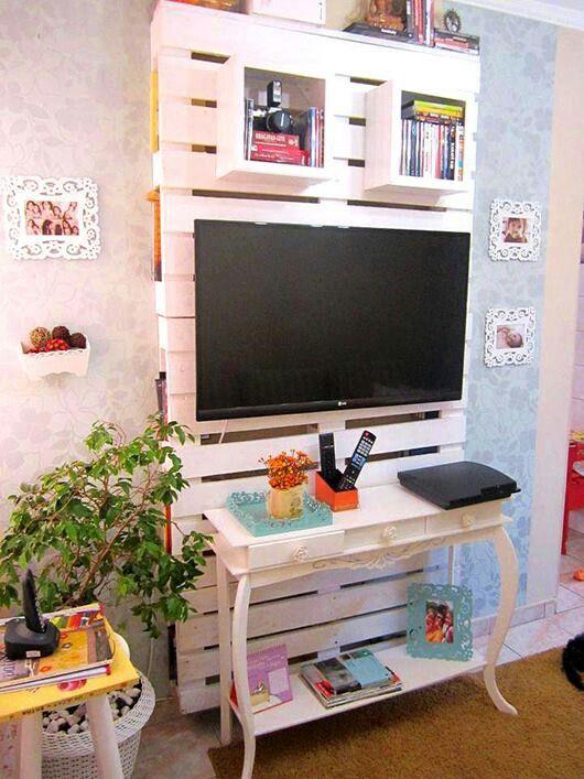 Palets para un mueble de televisi n i love palets for Muebles con tarimas para cocina