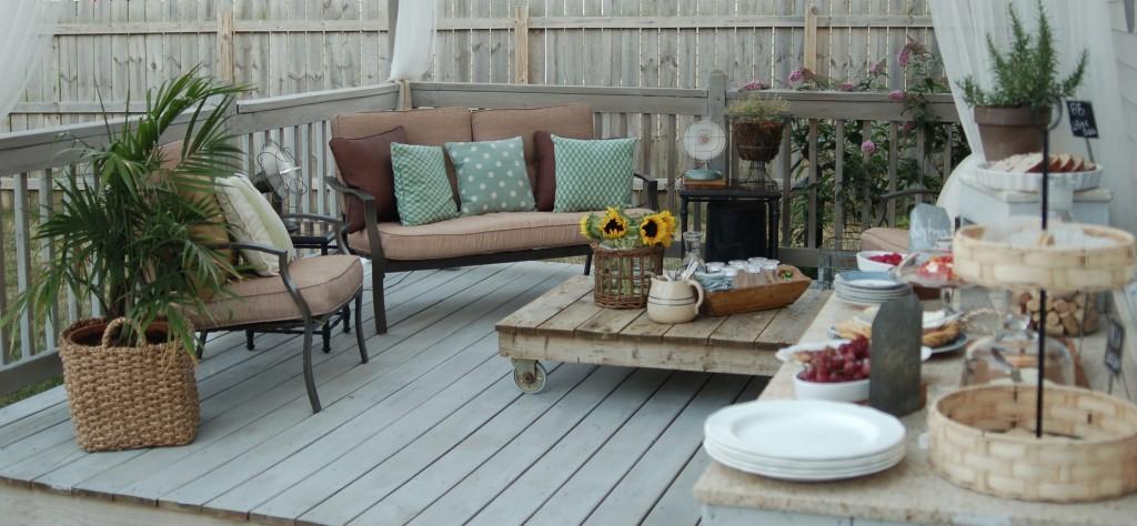 Una terraza rom ntica y vintage i love palets for Mesa de terraza con quitasol
