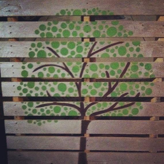 Decora tu pared con cuadros de palet i love palets - Como decorar una pared con madera ...