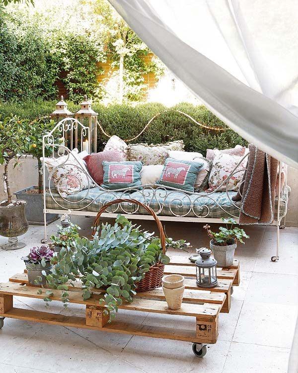 terraza decorada con palets