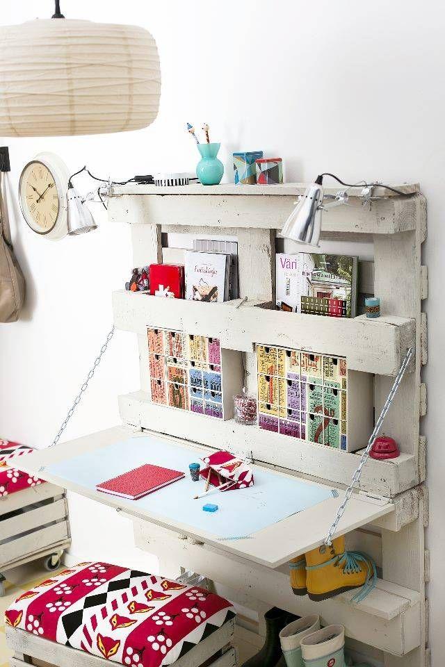 Un escritorio pr ctico y muy juvenil con dos palets i for Listones de madera para palets
