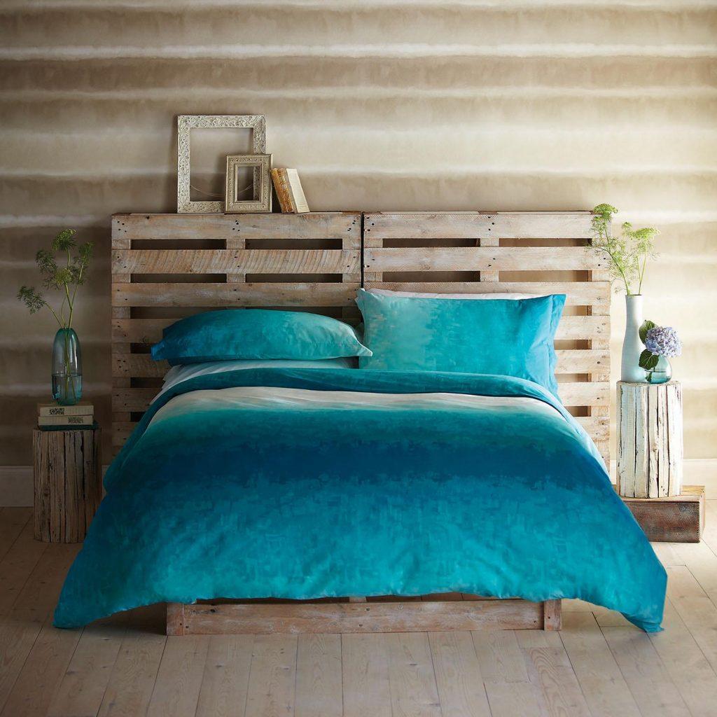 Una cama de palets rom ntica de estilo r stico i love palets - Camas con palets ...