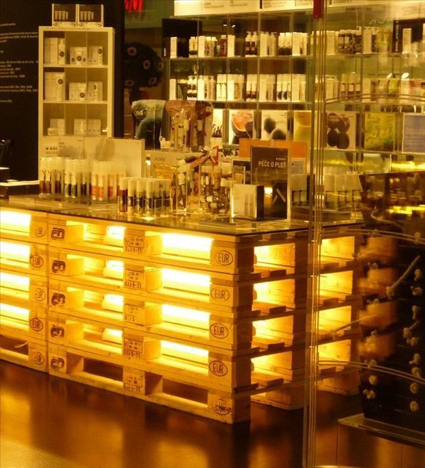 Ideas de mesas de bar para el interior o exterior de la for Ideas para bares rusticos