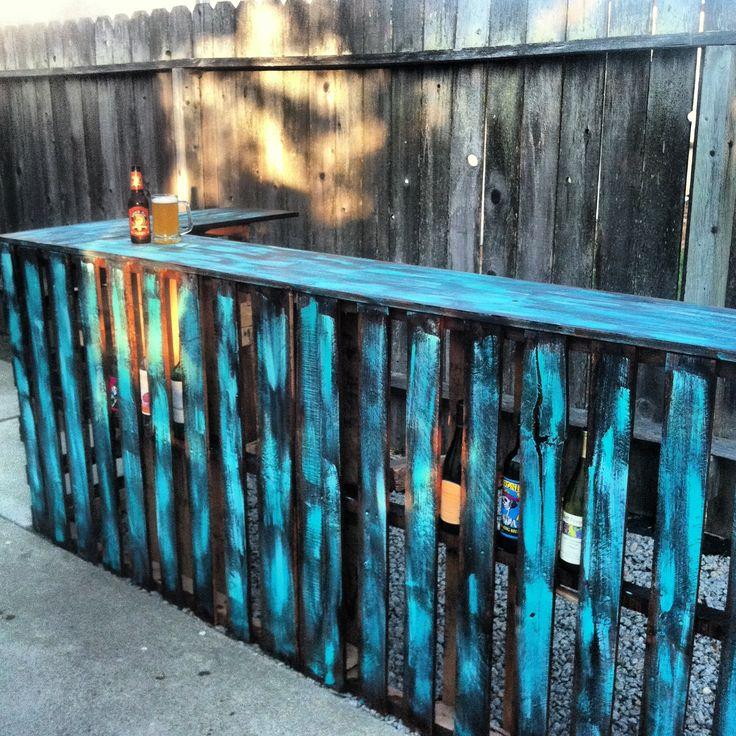 Ideas de mesas de bar para el interior o exterior de la for Bar con madera reciclada