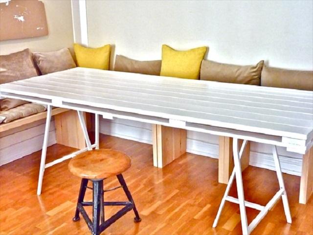 10 ideas de mesas de comedor hechas con palets i love palets for Como hacer una mesa de comedor