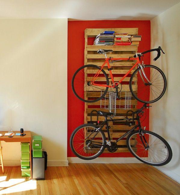 Propuestas para aparcar la bicicleta en un palet i love for Como guardar la bici en un piso