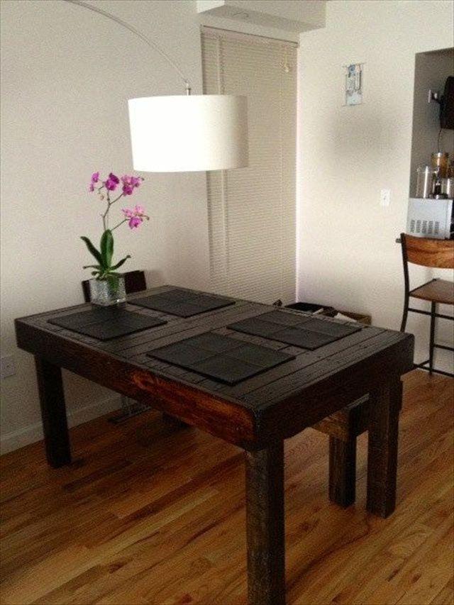 10 ideas de mesas de comedor hechas con palets i love palets for Mesas de comedor altas