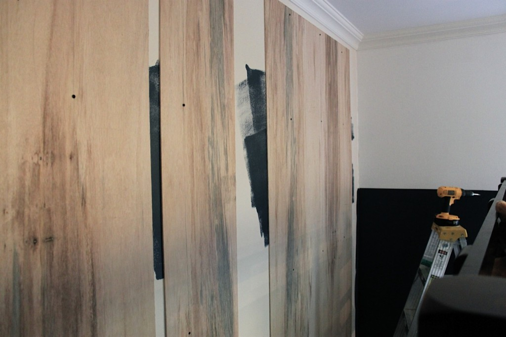 C mo hacer una pared de palets i love palets for Planchas de madera para paredes