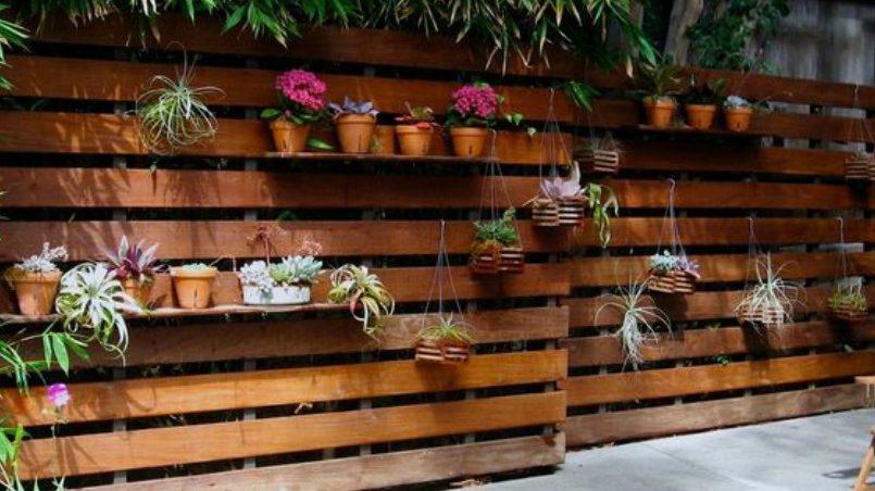 Vallas de palet para cerrar o separar espacios i love palets - Casas con palets de madera ...