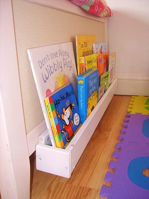 10 ideas para organizar los libros en estanter as de palet - Estanteria libros infantil ...