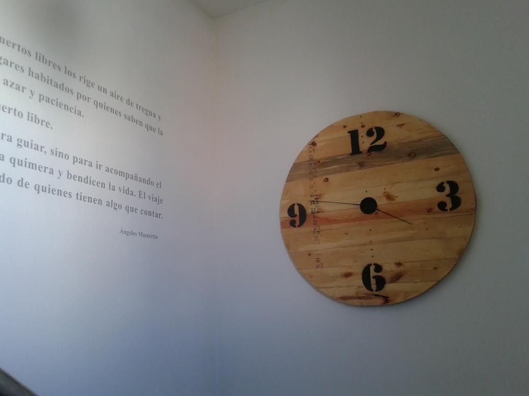 C mo hacer un reloj de pared con palets paso a paso i - Reloj pegado pared ...