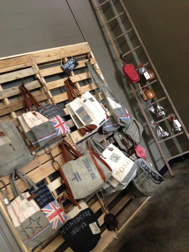 Ideas de decoraci n con palets para una tienda i love palets for Ideas para disenar ropa