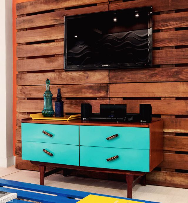 Muebles de palets para la televisi n i love palets - Que hacer con un palet ...