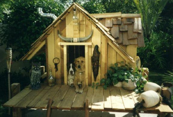 Propuestas de casas para perros hechas con palets i love for Casetas para patios