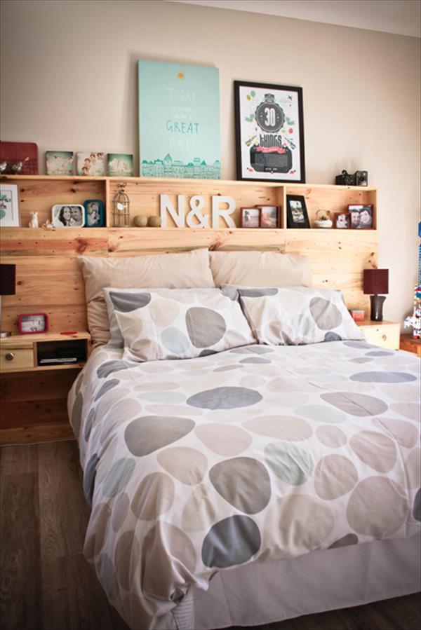 un cabecero de cama de palets con almacenaje i love palets