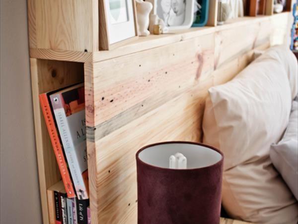 Un cabecero de cama de palets con almacenaje i love palets for Camas con almacenaje baratas