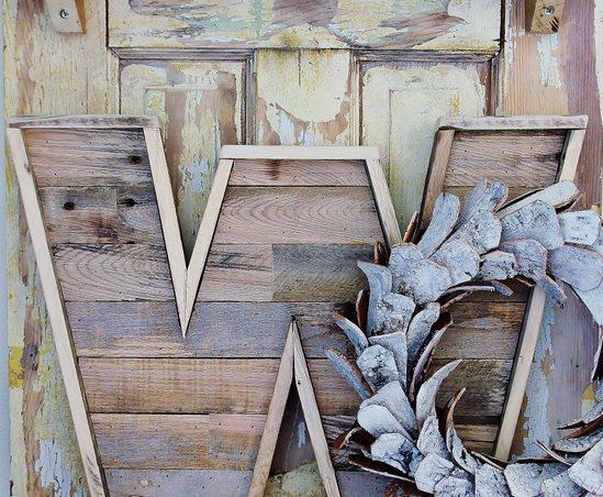 letras de madera con palets