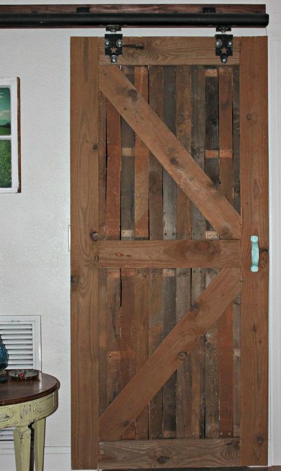8 puertas espectaculares hechas con madera de palet i - Como hacer una puerta rustica ...