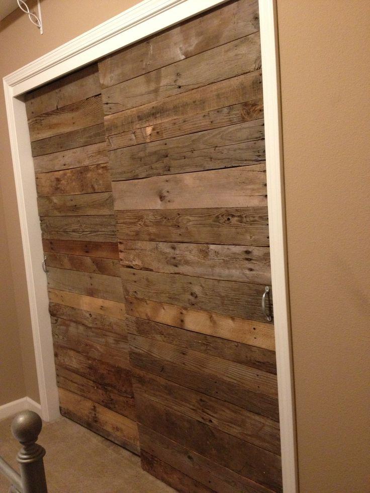 8 puertas espectaculares hechas con madera de palet i for Como hacer herrajes rusticos