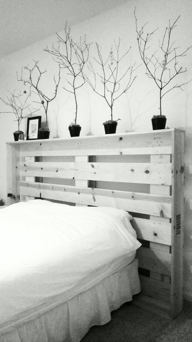 5 cabeceros de palets sencillos pero elegantes para tu - Cabeceros de cama con palets ...