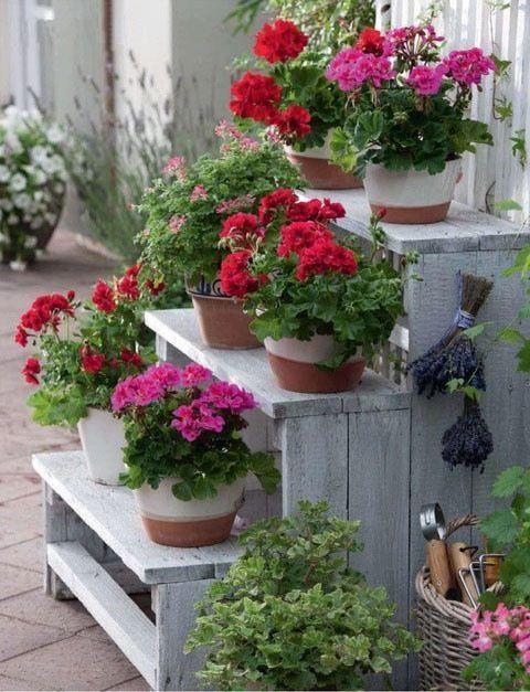 Jardineras verticales de palets inundadas de color i - Jardineras de colores ...