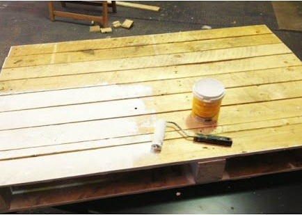 como hacer un mesa de salón con palet