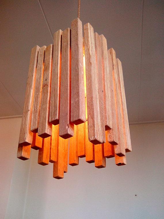 Una l mpara de techo de palets elegante y f cil de hacer for Ideas para techos de madera