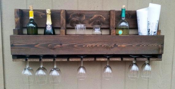 Un botellero muy completo, al que no le falta ningún detalle