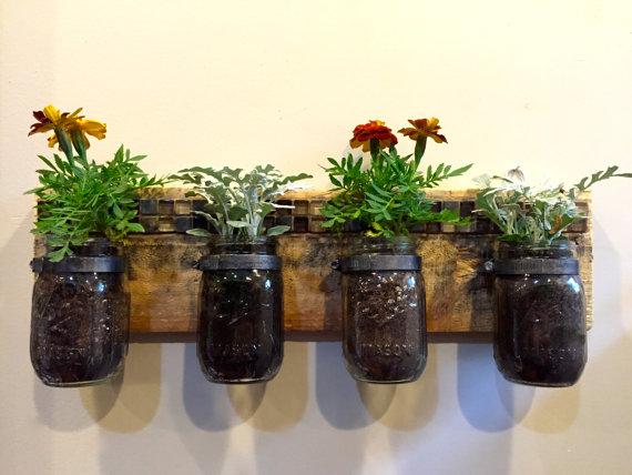 Maceteros decorativos de interior hechos con palets i for Jardineras con palets de madera