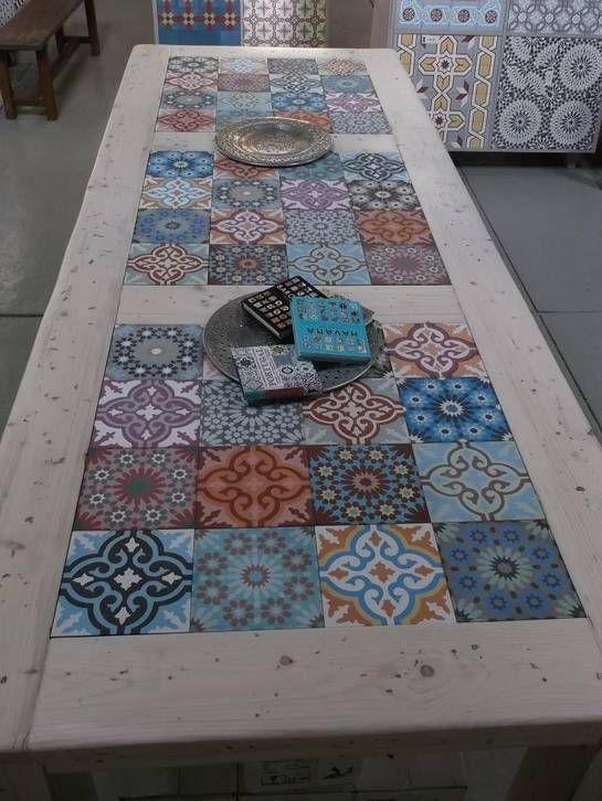 Muebles de palets decorados con azulejos hidr ulicos i - Tavolo con piastrelle fai da te ...
