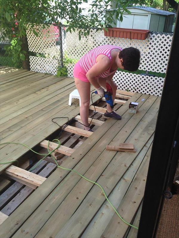 C mo hacer un suelo de palet paso a paso para el jard n i love palets - Un jardin para mi ...