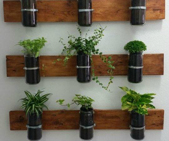 Un huerto de palets para plantas arom ticas para el for Plantas de interior para colgar