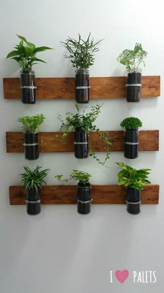 Un huerto de palets para plantas arom ticas para el for Ganchos para repisas