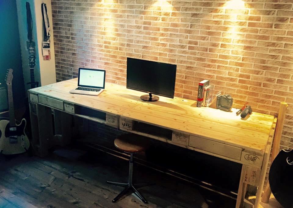 Escritorio de palets de dise o moderno i love palets - Como hacer una mesa de ordenador ...