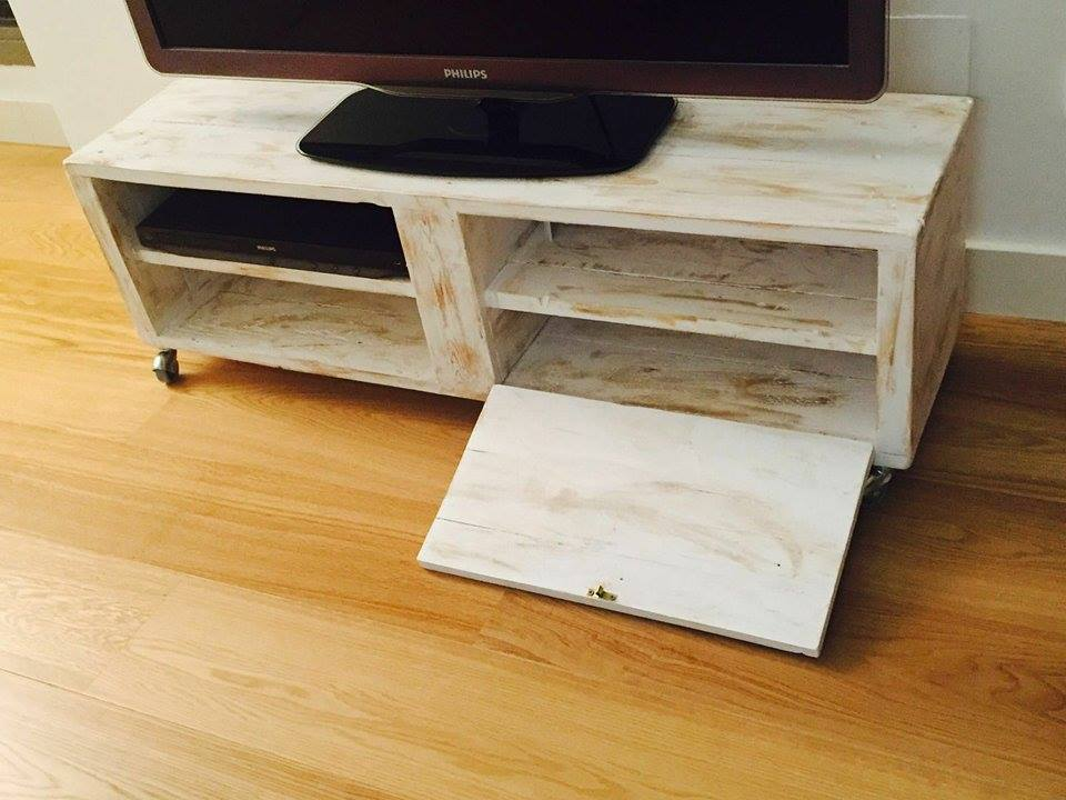 Un mueble de palet para la televisi n moderno i love palets for Muebles de palets precio