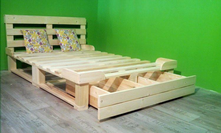 una cama de palets con cajn de almacenaje para toda la vida - Camas Con Palets