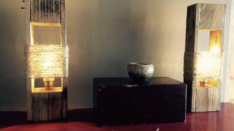 lámpara de mesa de palet