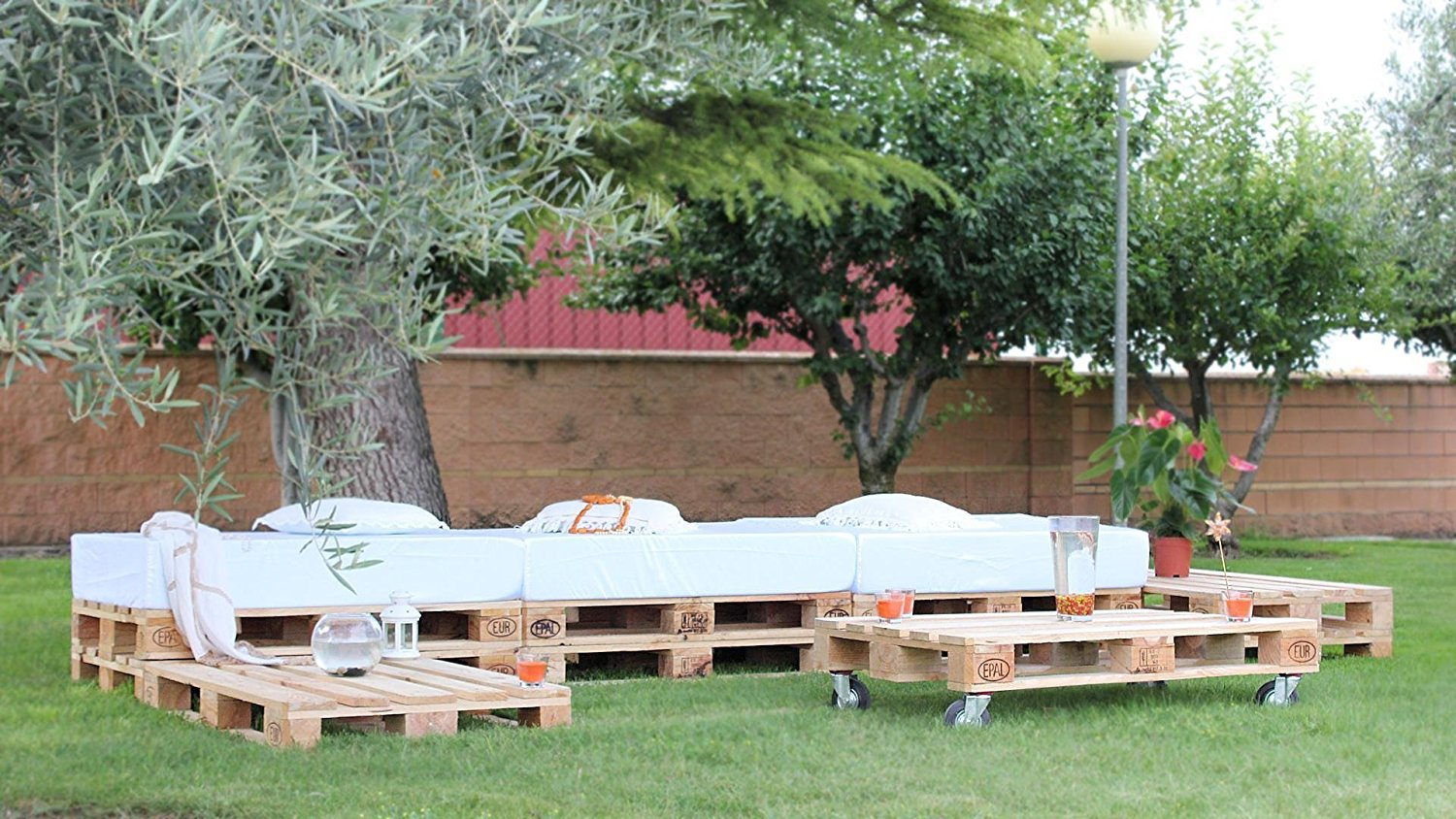 conjunto chill out de palets para una estupenda terraza i love palets. Black Bedroom Furniture Sets. Home Design Ideas