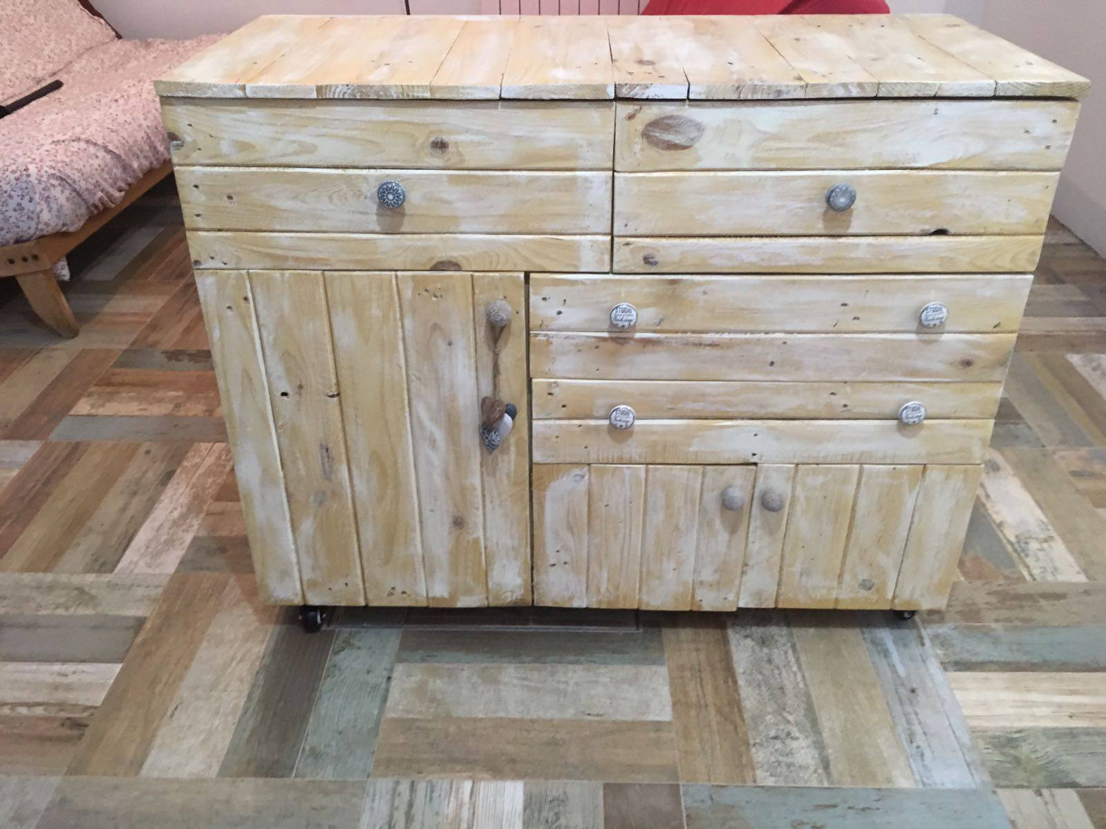 Un mueble de almacenaje muy original de palets i love palets for Muebles para almacenaje