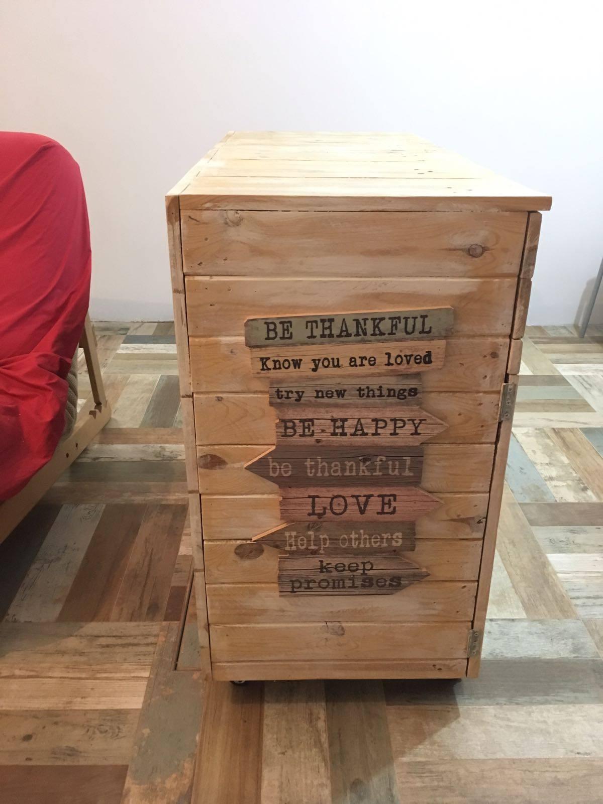 Un mueble de almacenaje muy original de palets i love palets - Mueble de almacenaje ...
