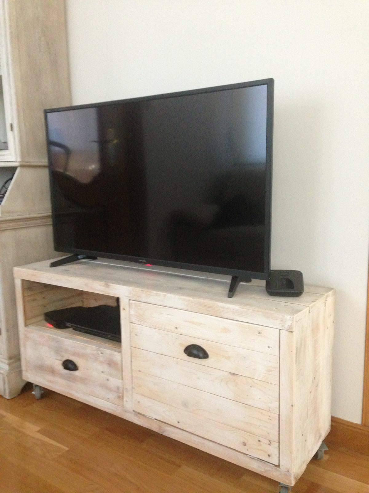mueble de televisión de palet