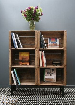 estanterías con cajas de fruta