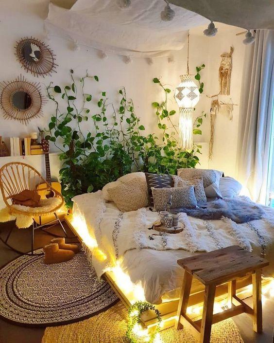 decorar un dormitorio con una cama con palets