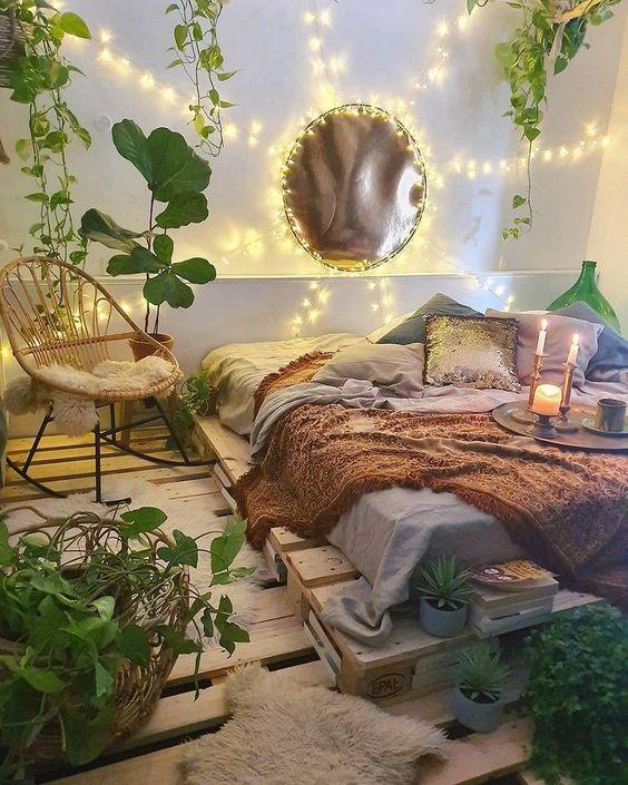 decoración boho de un dormitorio con palets