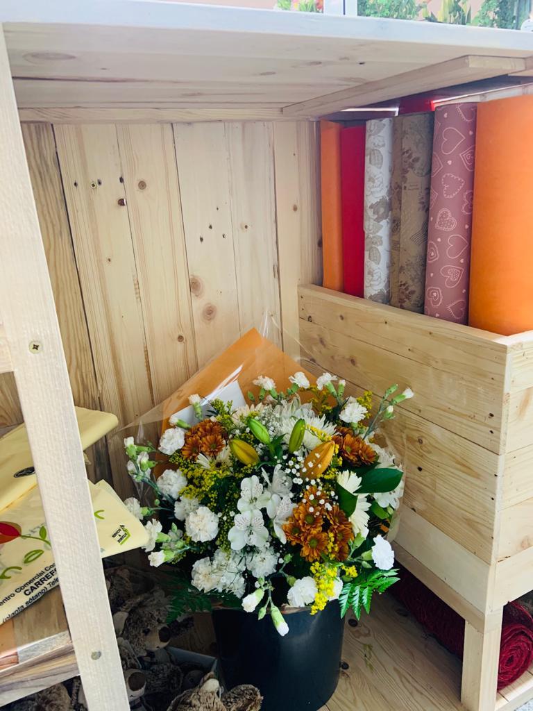 mostrador con palets para floristería