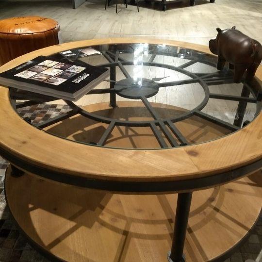 mesa de salón con reloj