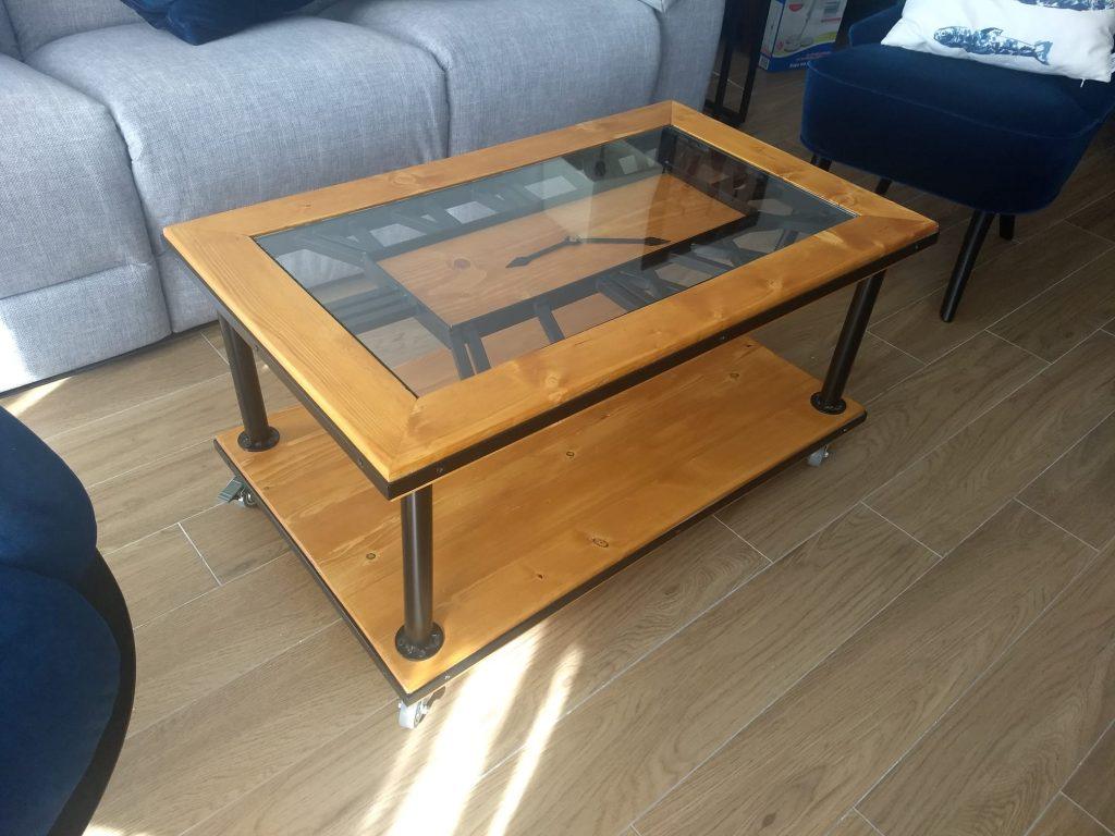 mesa con palets con cristal